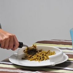 assiette-avec-bord-incurvé